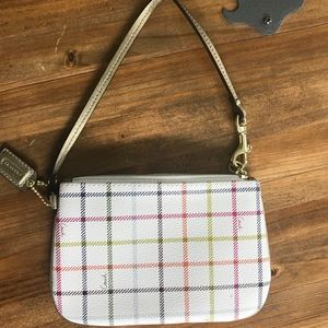 Coach Wristlet Signature Plaid. New without Tags